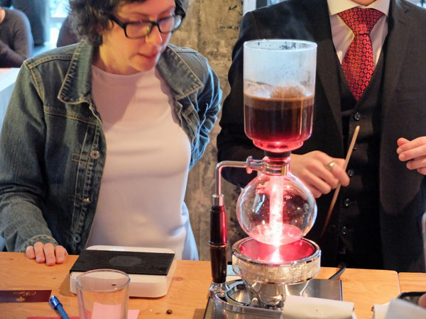 Syphon coffee brewer